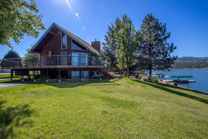 Amazing views! Waterfront home w/ private dock & 2 kitchens - dogs OK!