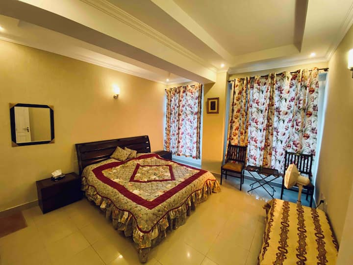 2 Bedroom Apartment, Murree Bhurban, 2min to Pc