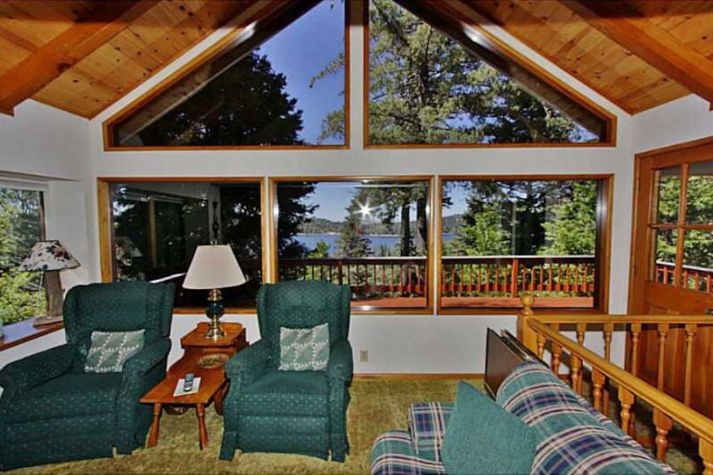 Enjoy the beautiful scenery at this Lake Arrowhead vacation rental cabin!