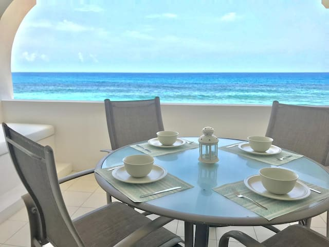 Ocean front Apt!!! Caribbean Sea!! Amazing views!