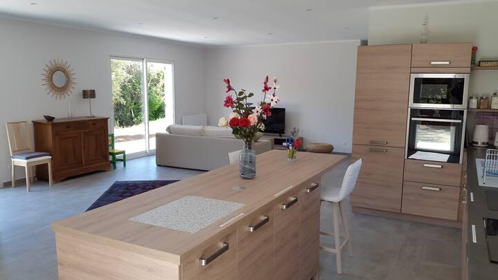 Villa neuve et moderne proche des plages