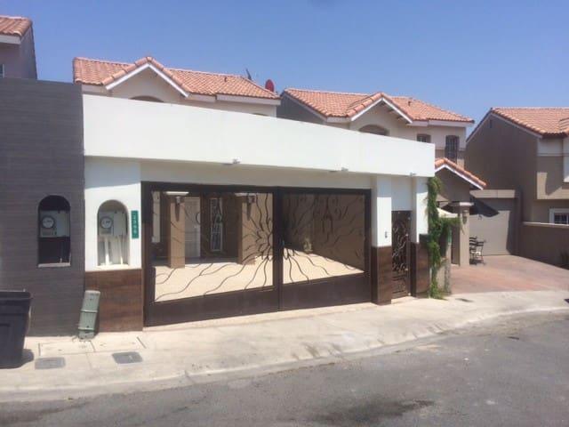 CASA A 3 MINUTOS DE LA LINIA DE OTAY - Tijuana - Huis