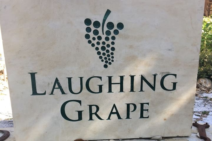 Laughing Grape Guest Haus - Fredericksburg - Bed & Breakfast