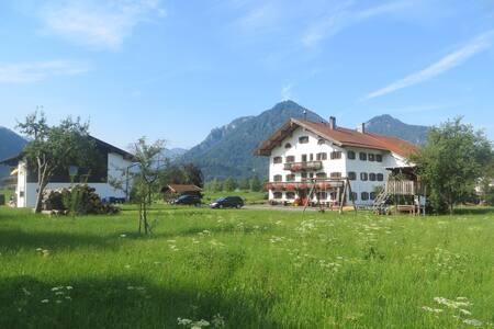 Beim Broi,  Ferienwohnung mit Terrasse