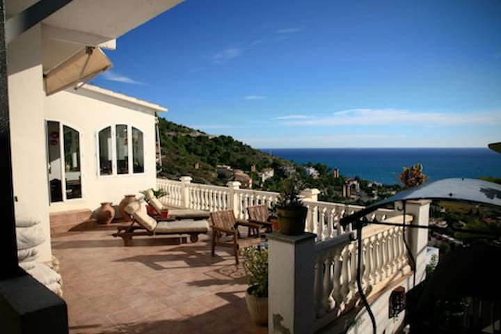 Villa with great view and private pool