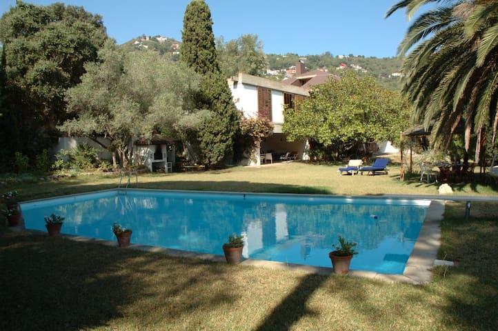Casa con piscina a 500m del mar - Begur - Villa
