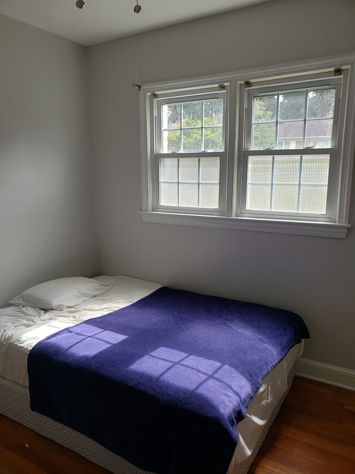 Private bedroom (great location)