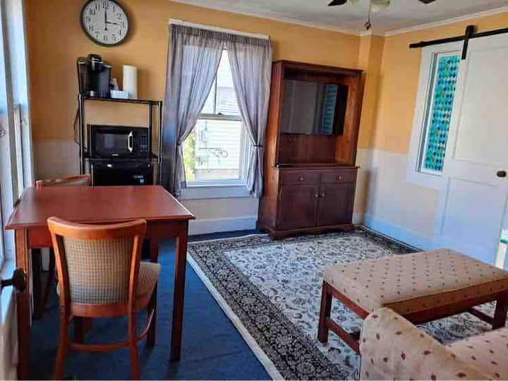 Spacious 2 Bedroom Suite near Downtown Wilton