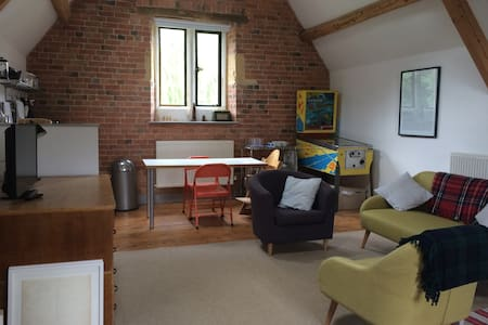 The Coach House Loft - Cotswold bolthole - Moreton-in-Marsh