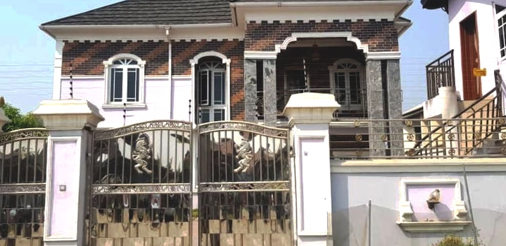 5 bedroom duplex in a safe neighborhood all ensuit