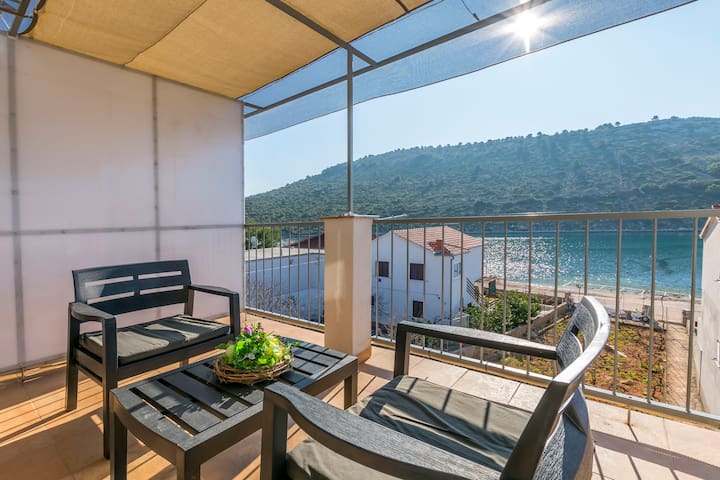 One bedroom Apartment, beachfront in Rogoznica, Terrace