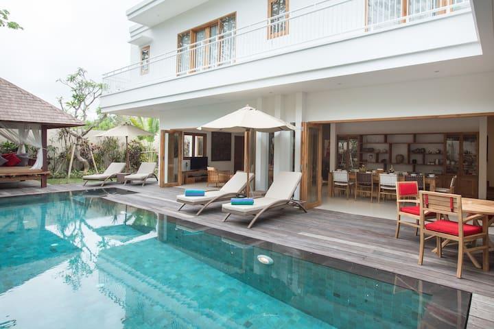 Luxurious Beach Villa at Bingin Cliffside Village
