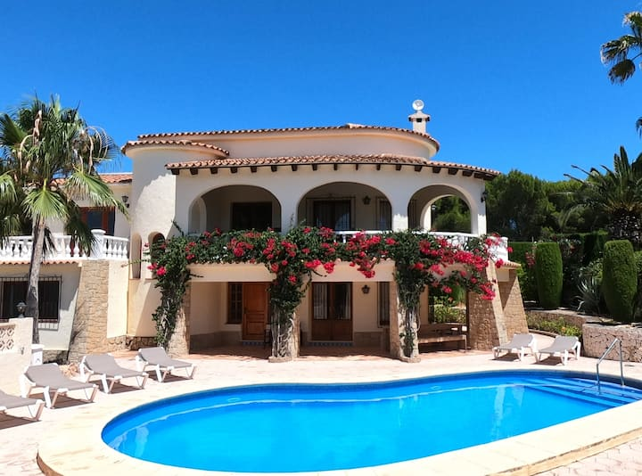 Lovely Moraira Villa, 12 min walk to town sleeps 8
