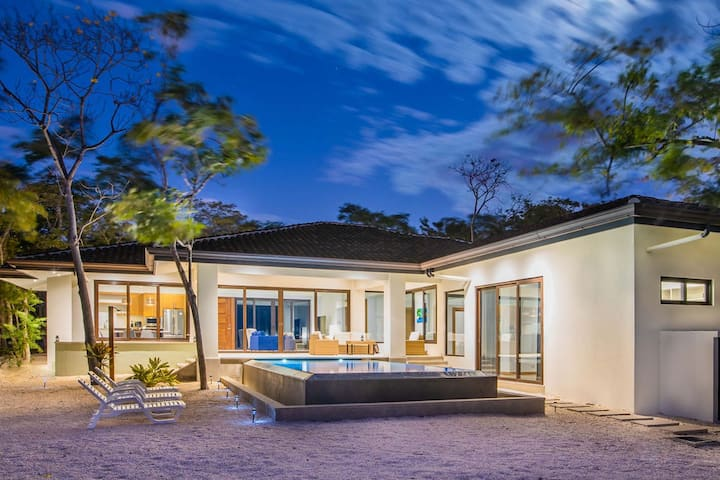Stunning tropical Home located in Hacienda Pinilla
