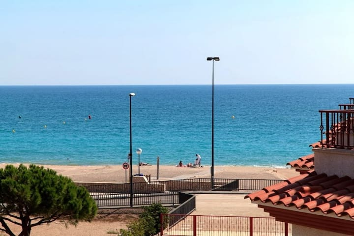 Stunning house with wonderful sea - L'Hospitalet de l'Infant - House