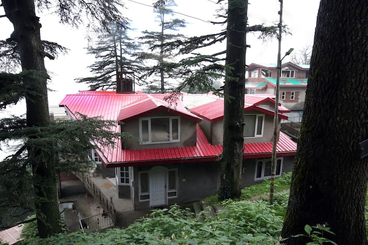 Elegant 2BHK Cottage near Jakhu Temple, Shimla