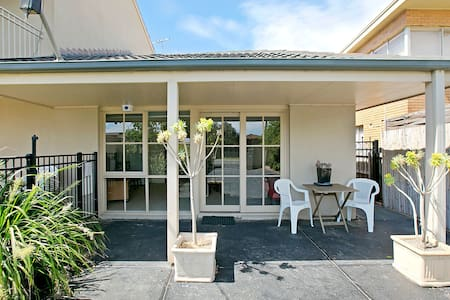 Isle of Serenity on Long island Guesthouse - Frankston