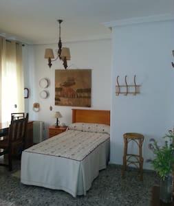 Alquiler de habitación doble   en Almendralejo . - Almendralejo