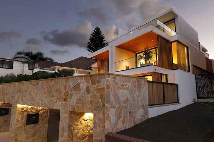 Luxe Tamarama with Swimming pool
