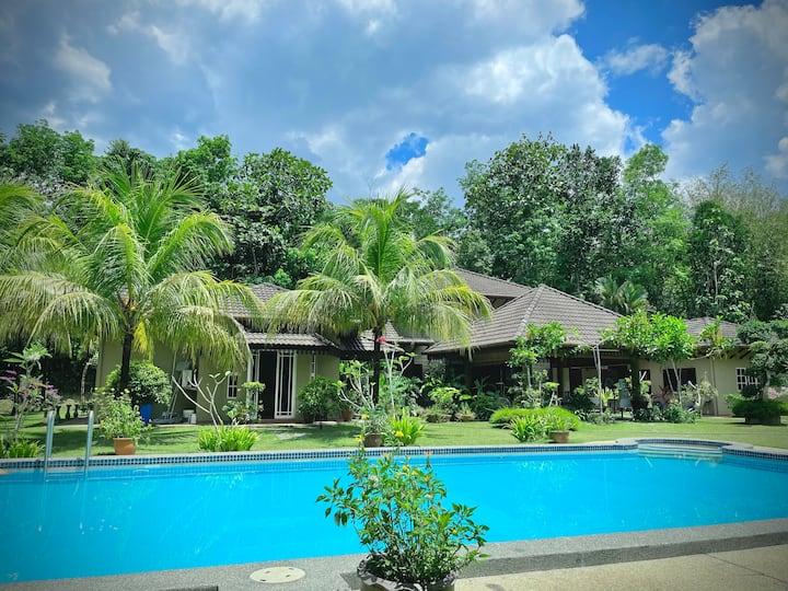 Lui Farm - Private Villa for Staycation & Retreat