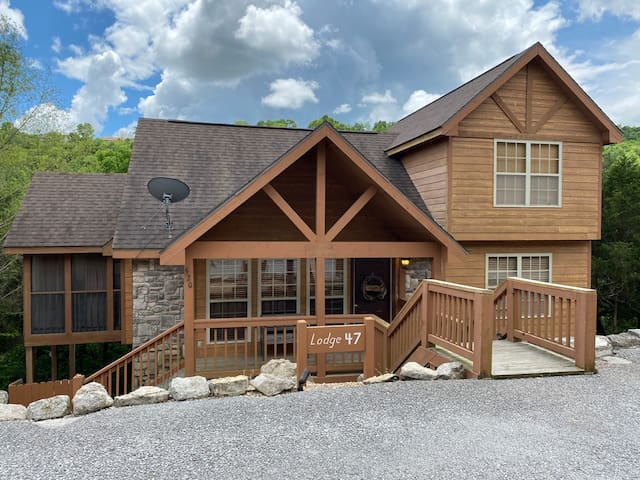 Airbnb Superhost!  Awesome Cabin in StoneBridge!
