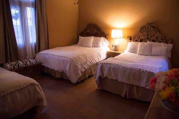Room 6 at Tadeo Inn Bed & Breakfast