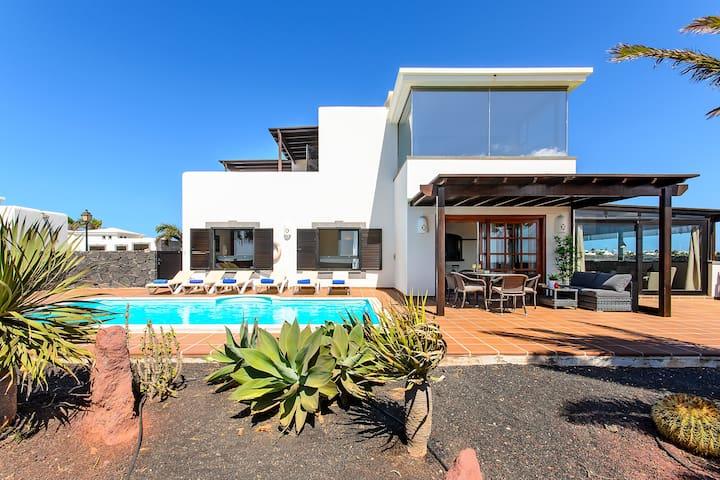 Piscina, jardín, terraza...