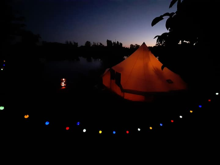 Yourte à la Robinson crusoe en bord de rivière