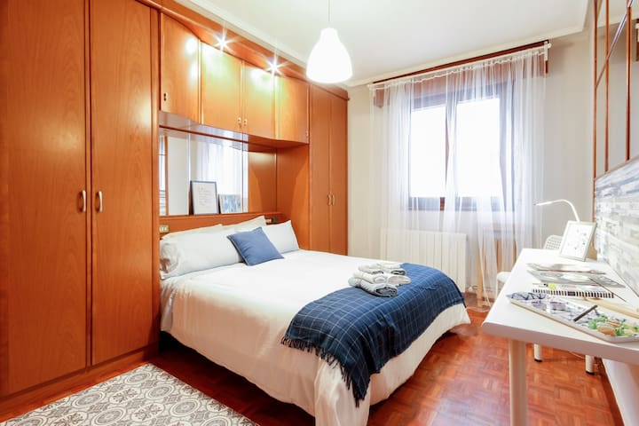 SOLOKOETXE, ROOM WITH DOUBLE BED AND CABINETS