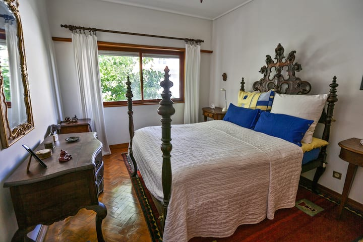 THE BAROQUE ROOM + Next to Aveiro's Canals