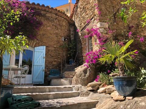 Middeleeuws huis met terras in historisch centrum💚