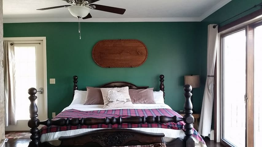 Milly's Inn - The Stable Room (King Bed) - Wilson - Bed & Breakfast