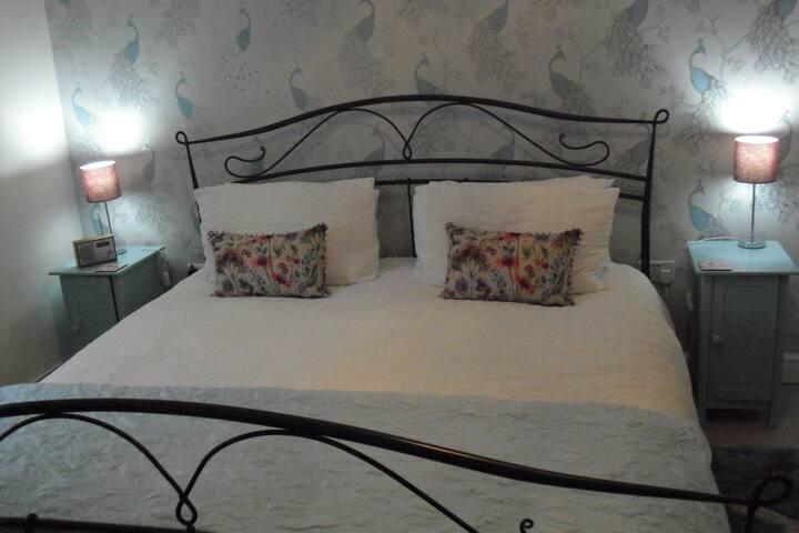 Private superking en-suite room at Myrtle Villa