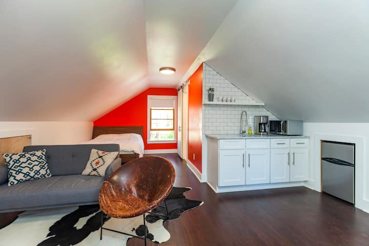 Modern Loft At 5 Points Walkable!
