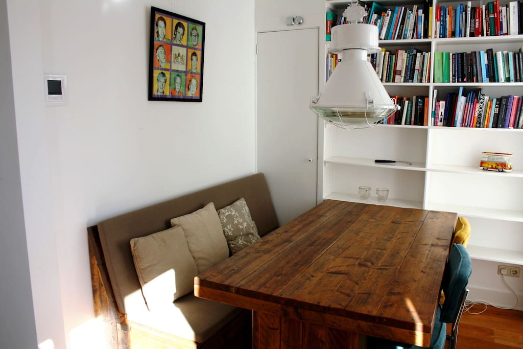 Cozy dinner table to comfortably eat or work with very fast wifi.