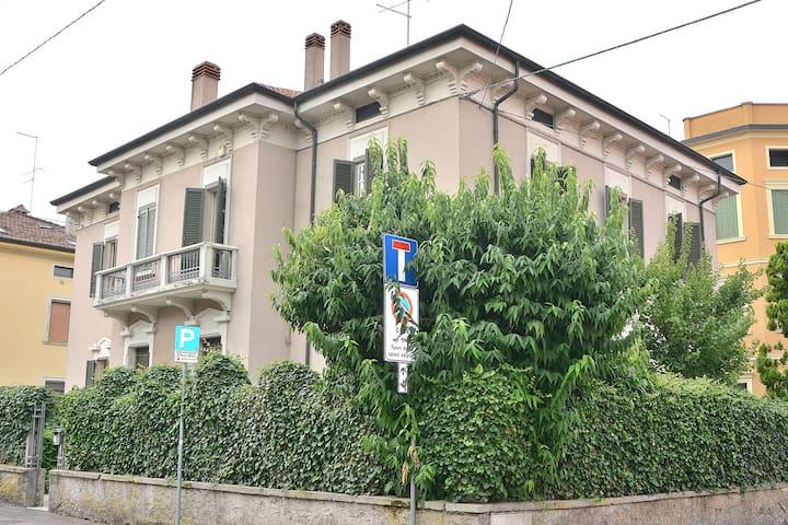 Villa Camilla - 10 Sleeps Villa In City Center - Verona - Villa