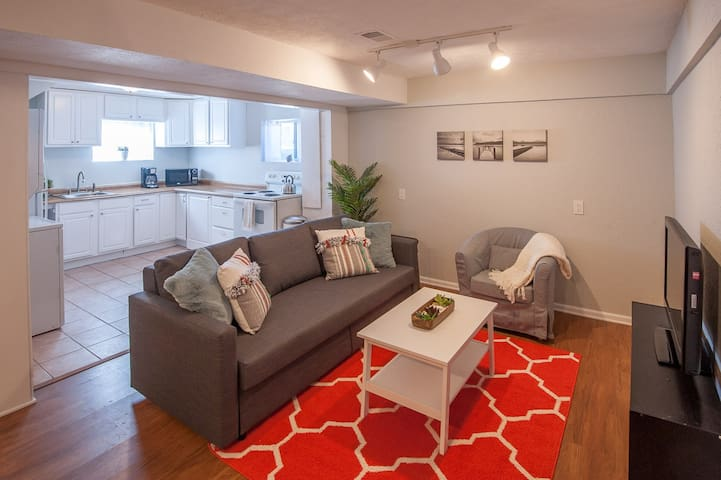 2BR Perfect for Mountain Exploring & Denver Nights