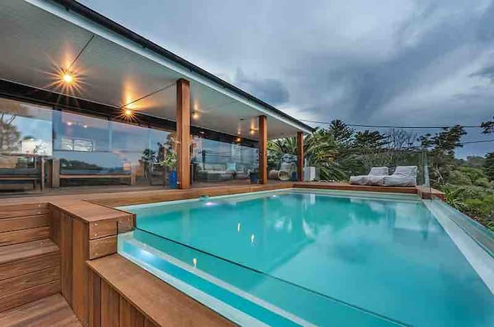Villa style home with pool 3min walk to beach