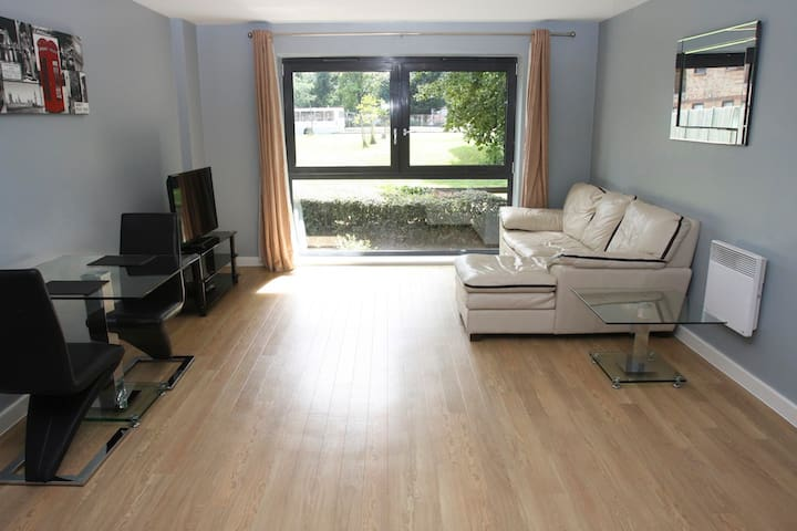 Modern 1 Bed Apartment, Central Watford