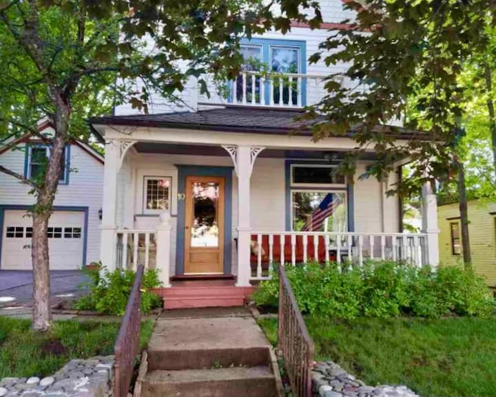 NEW LISTING Charming Restored Victorian Downtown