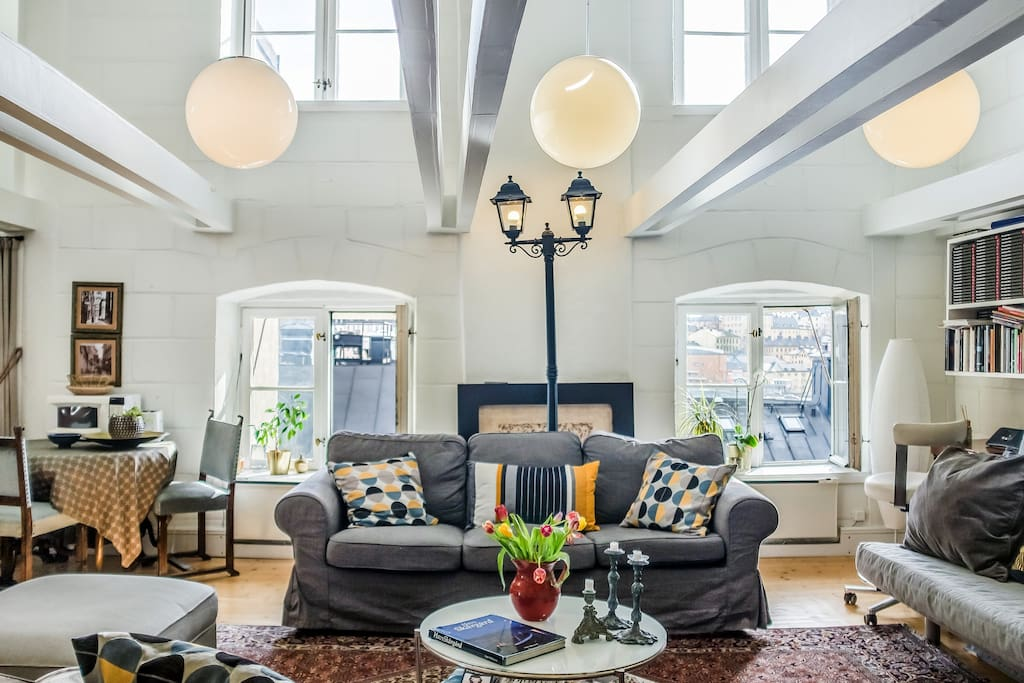 Incredible, open plan living in this top floor penthouse loft.