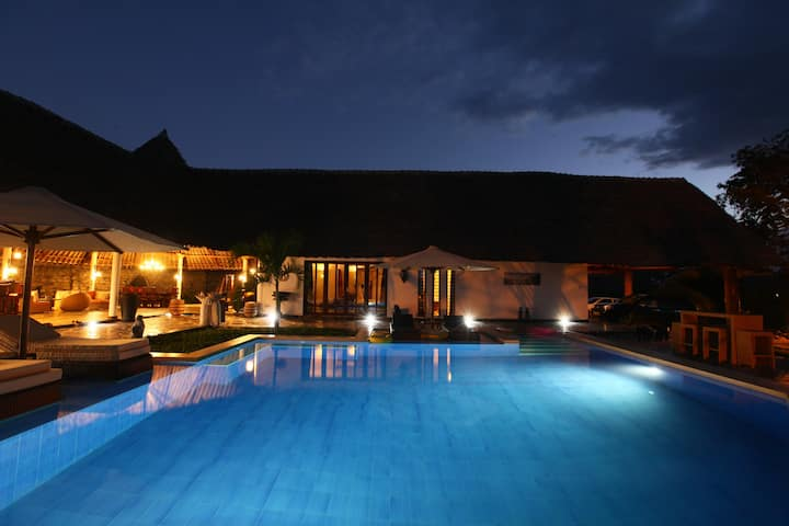 Villa Raymond Diani-5 star luxury villa with pool
