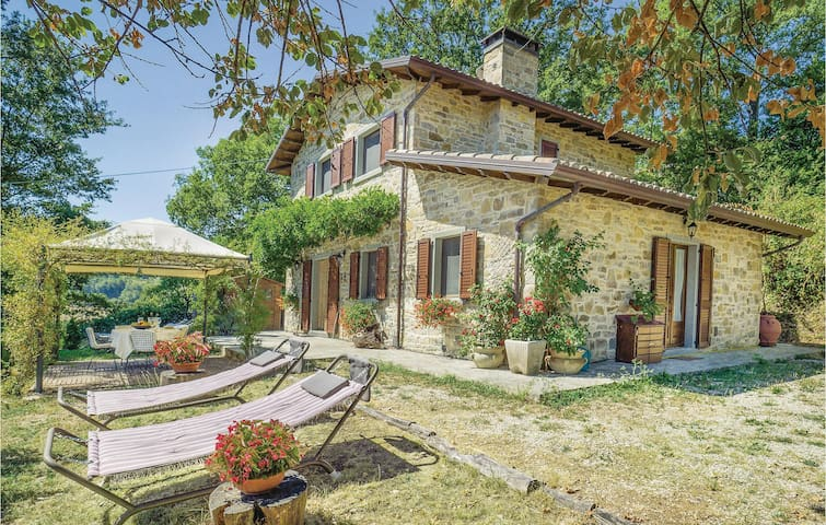 Holiday cottage with 4 bedrooms on 170m² in Casteldelci RN