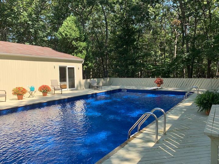 Beautiful East hampton retreat Huge Private Pool