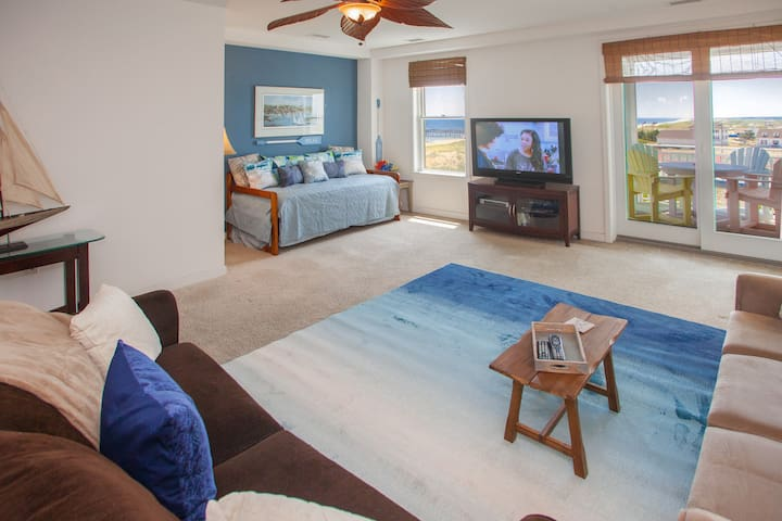 B319 The Captain's View: Expansive Ocean and Bay Views From the Balcony of This Two Bedroom Condo