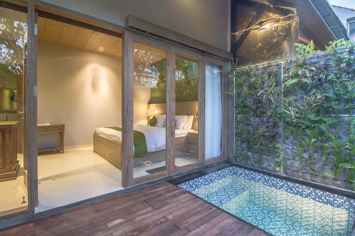 A Romantic & Tidy Pool Suite in Canggu Area