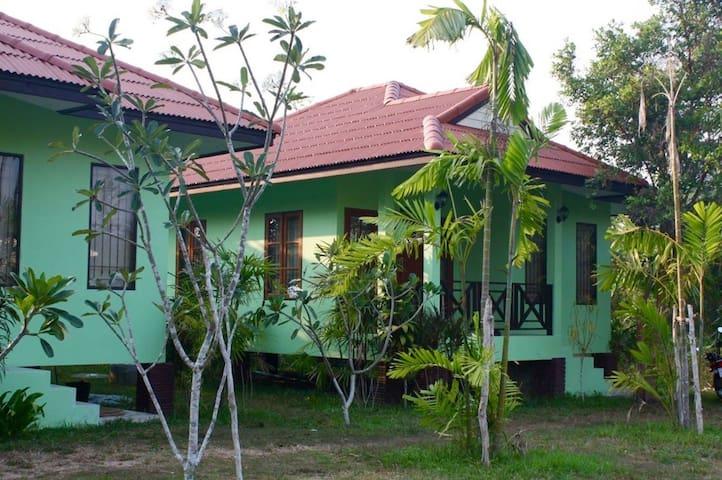 Anacar Bungalows- Aonang, Krabi (3)