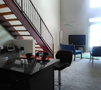 Beautiful Downtown Upscale Loft W/ City View - Appartement