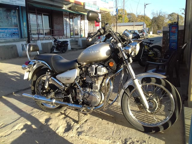 Royal Enfield Thunderbird 350 cc available for rent