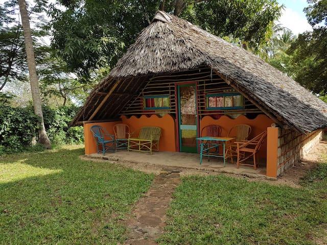 "Cozy ""Art-Banda"" (cottage) @ Shimba Hills"